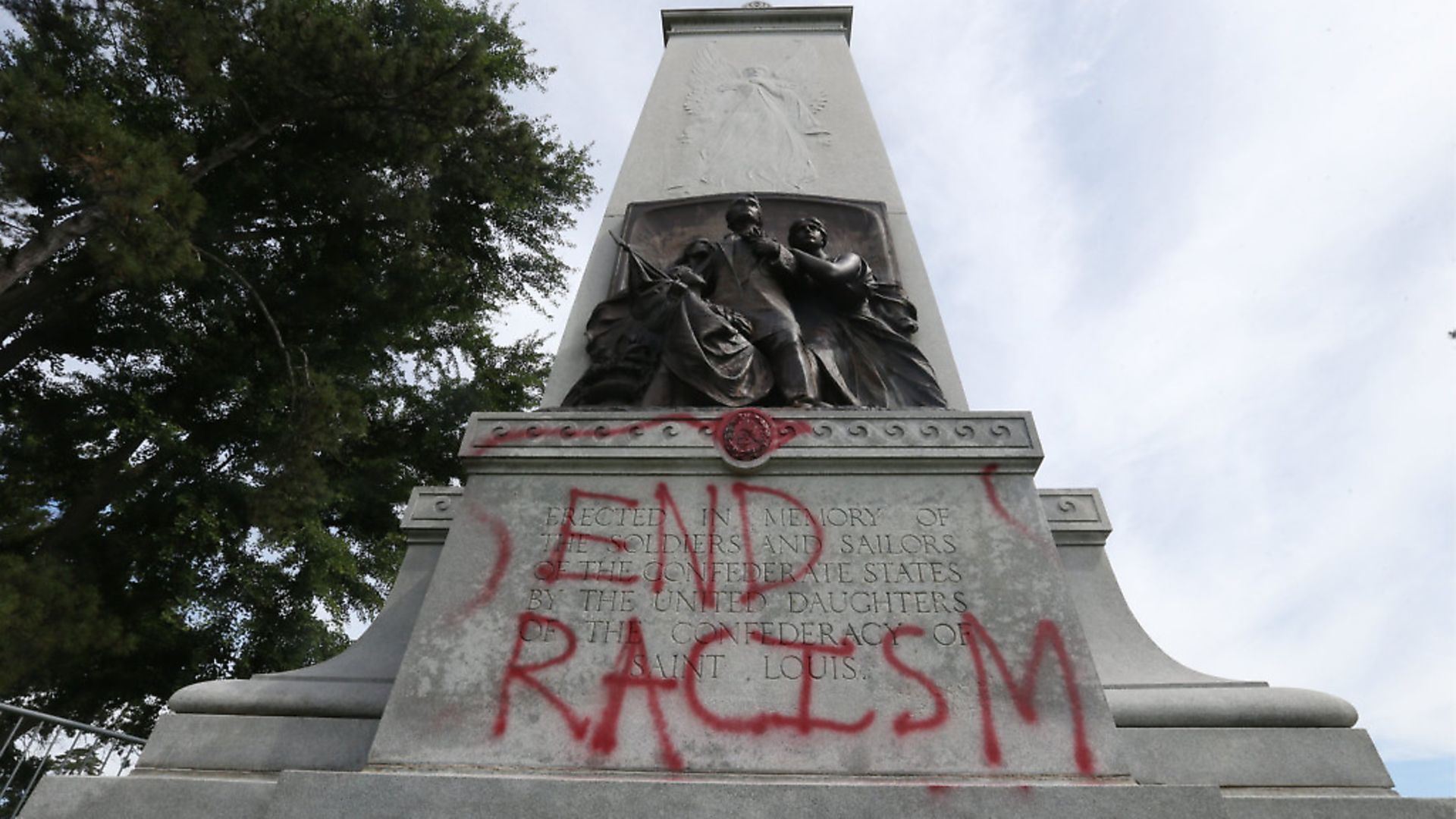 A vandalised Confederate statue in St Louis. Photo: Bill Greenblatt/UPI. - Credit: UPI/PA Images