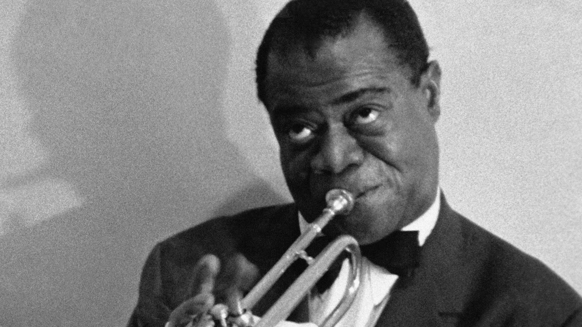 Portrait du trompettiste de jazz americain Louis Armstrong. - Credit: Gamma-Rapho via Getty Images
