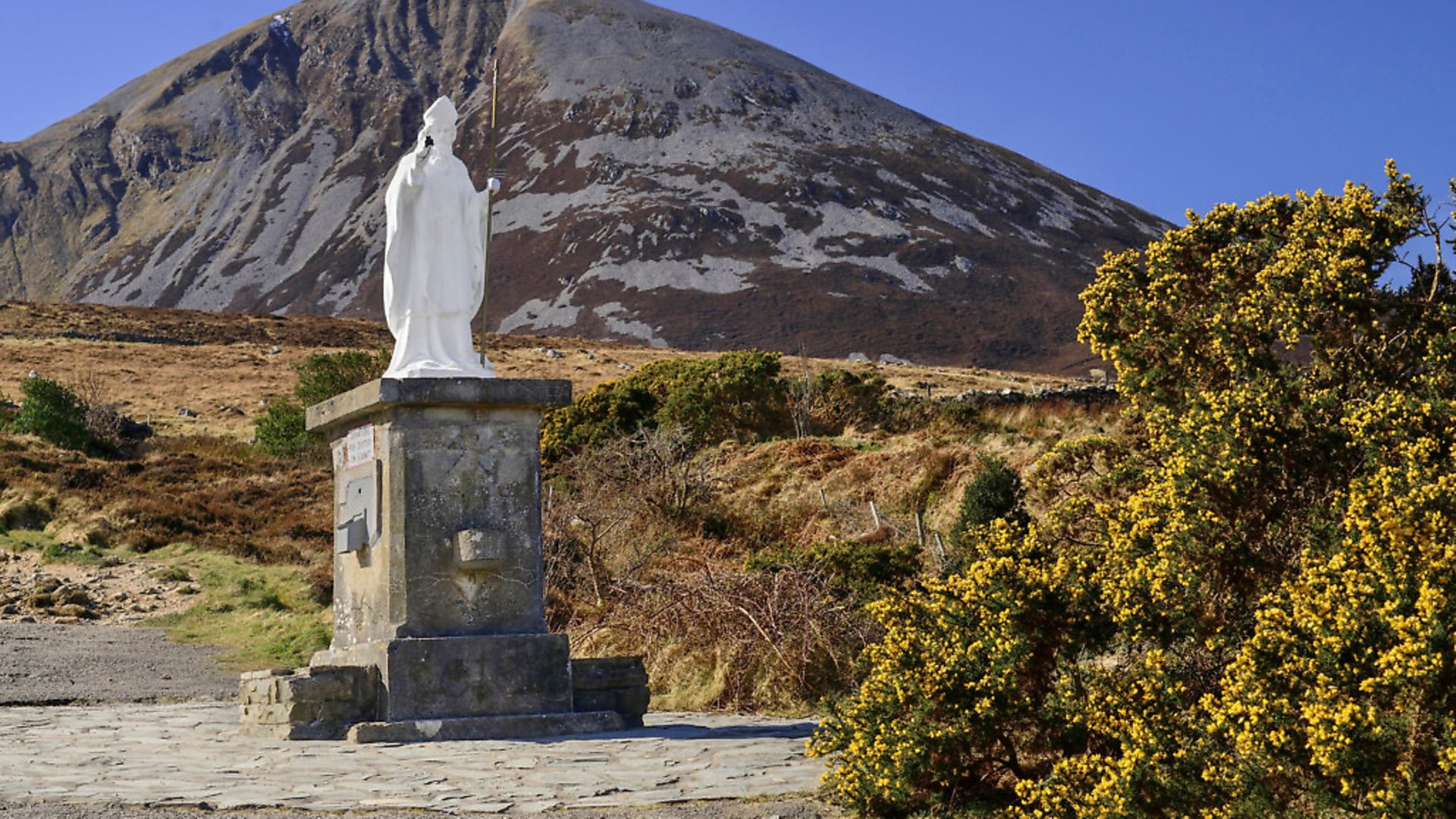 Ireland, County Mayo, Murrisk. The holy pilgrimage mountain of Croagh Patrick with a statue of Saint Patrick in the foreground. Photo: Eye Ubiquitous/Universal Images Group - Credit: Universal Images Group via Getty
