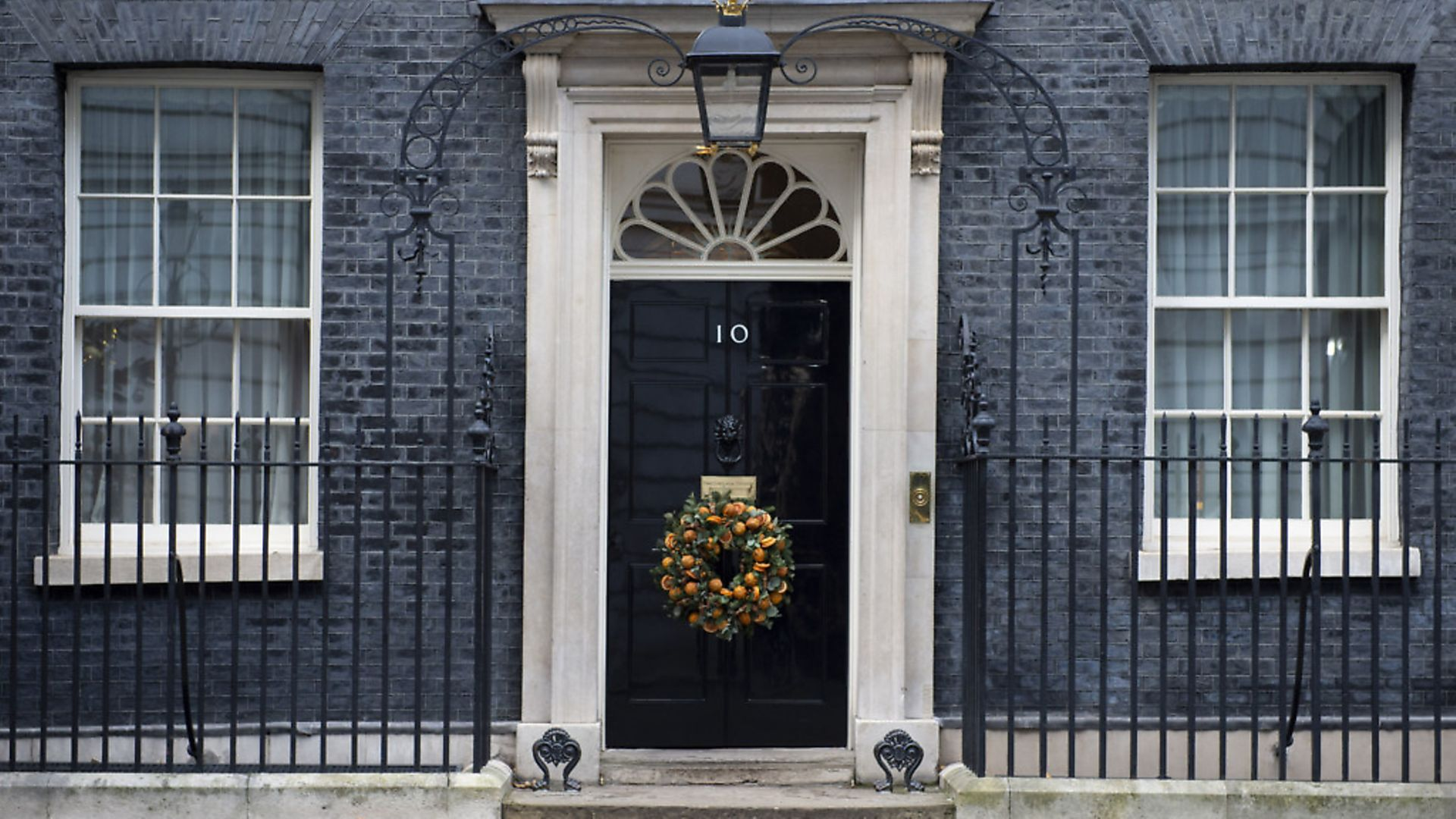 A Christmas wreath is displayed on the door of 10 Downing Street in London after the election result. Photograph: David Mirzoeff/PA Wire. - Credit: PA