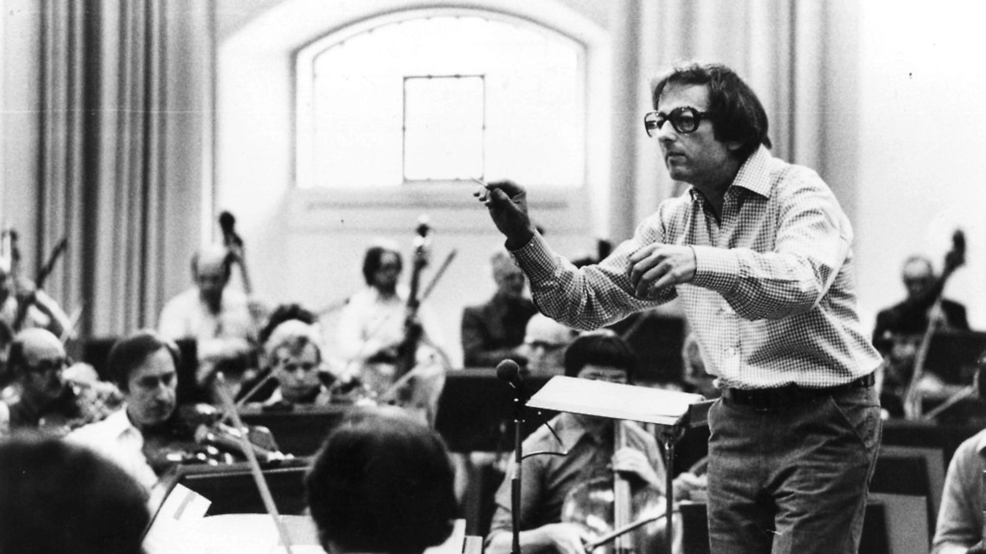 German-born American conductor and composer Andre Previn, musical director of the London Symphony Orchestra (1968 - 1979. Photo: John Minihan/Getty Images - Credit: Getty Images
