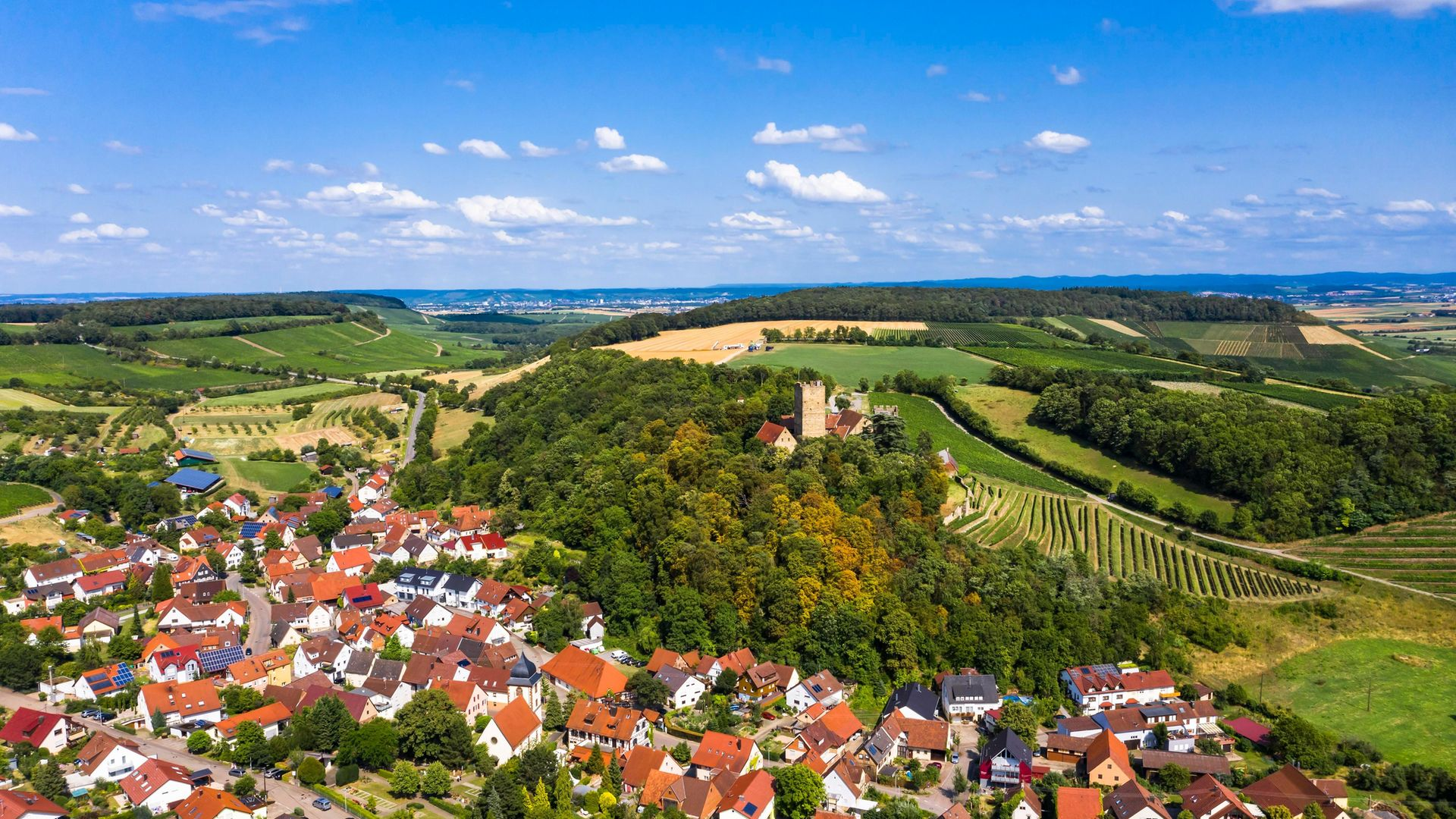 Neipperg, with its castle in the centre, close to the town of Heilbronn