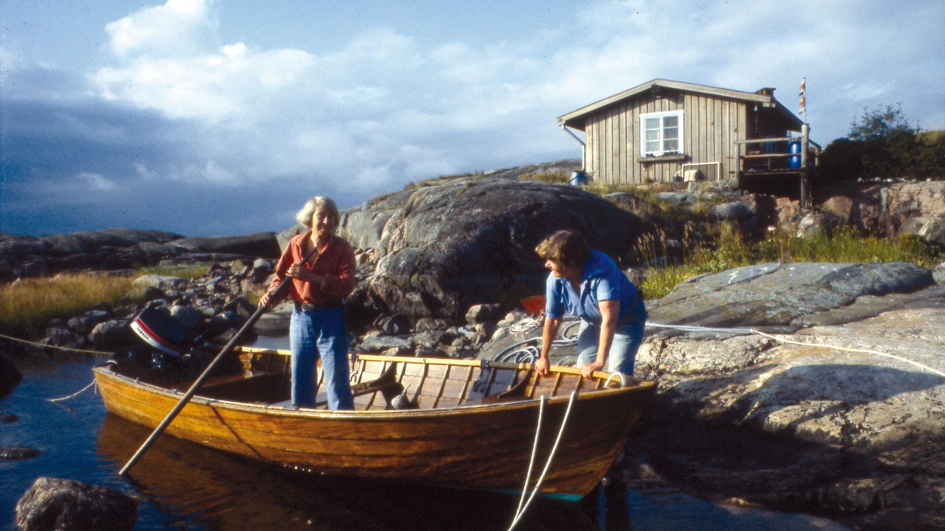 Tove Jansson and partner Tuulikki Pietilä on the island of Klovharun with their cabin behind them - Credit: © Moomin Characters™