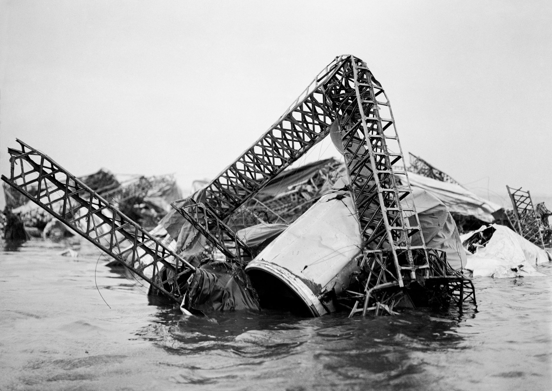 The scene of the airship disaster. The mass of tangled wreckage of the R38 (also known as ZRII) to be seen at low tide in the Humber Estuary. 27 Britons and 16 Americans were killed when the airship exploded during a trial flight over Hull on 24th August 1921. Credit: PA Images
