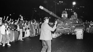 Protestors surround Soviet tanks as they drive towards the Russian White House in Moscow early on August 20, 1991