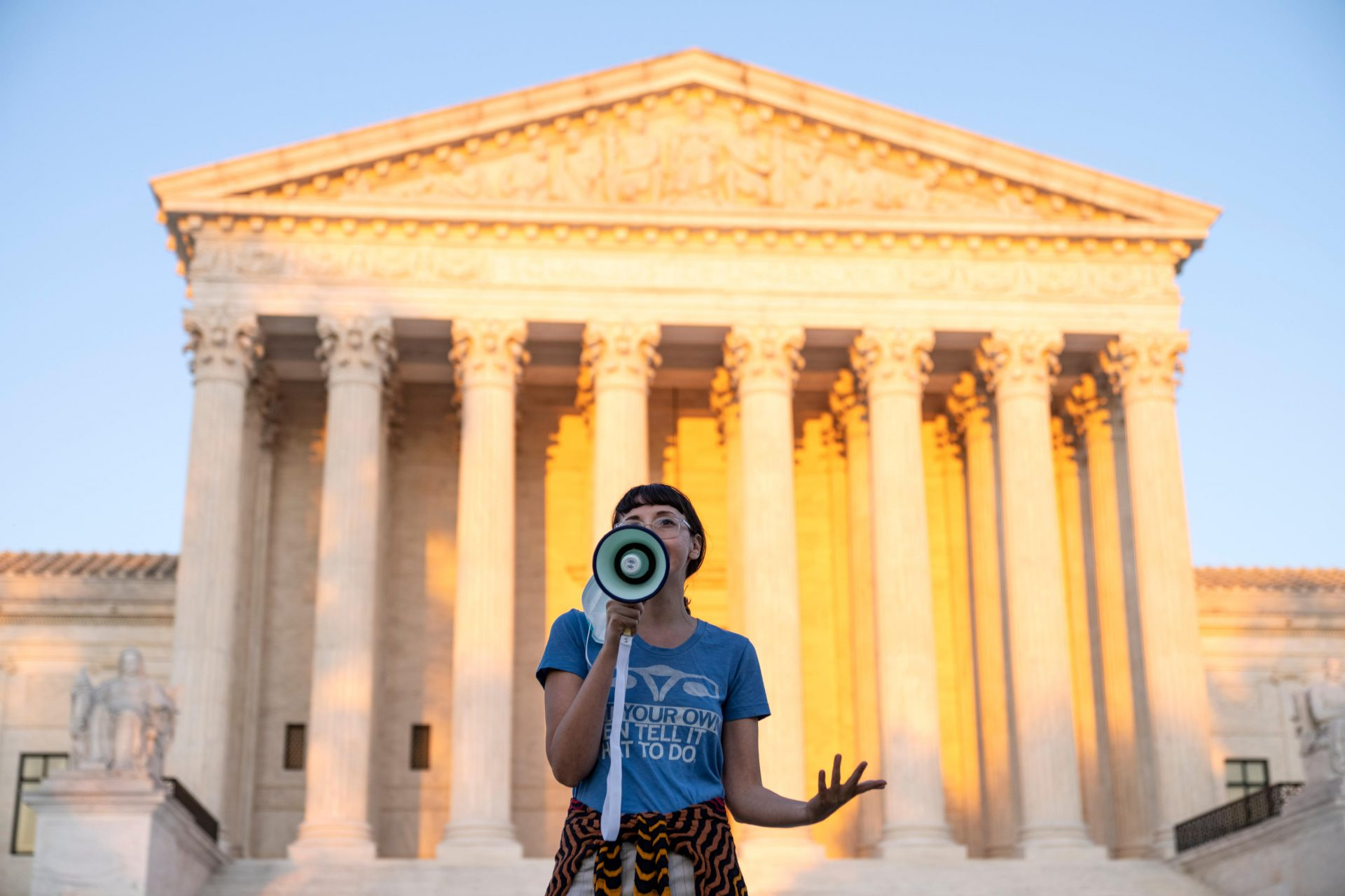 A pro-choice activist speaks outside the US Supreme Court in protest against the new Texas abortion law/ Photo: Drew Angerer/Getty Images.