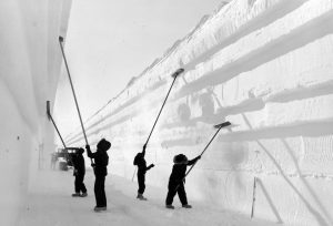US Navy personnel brush loose snow from the walls of a tunnel leading to a new underground research base in Antarctica in 1960. Photo: Pictorial Parade/Archive.