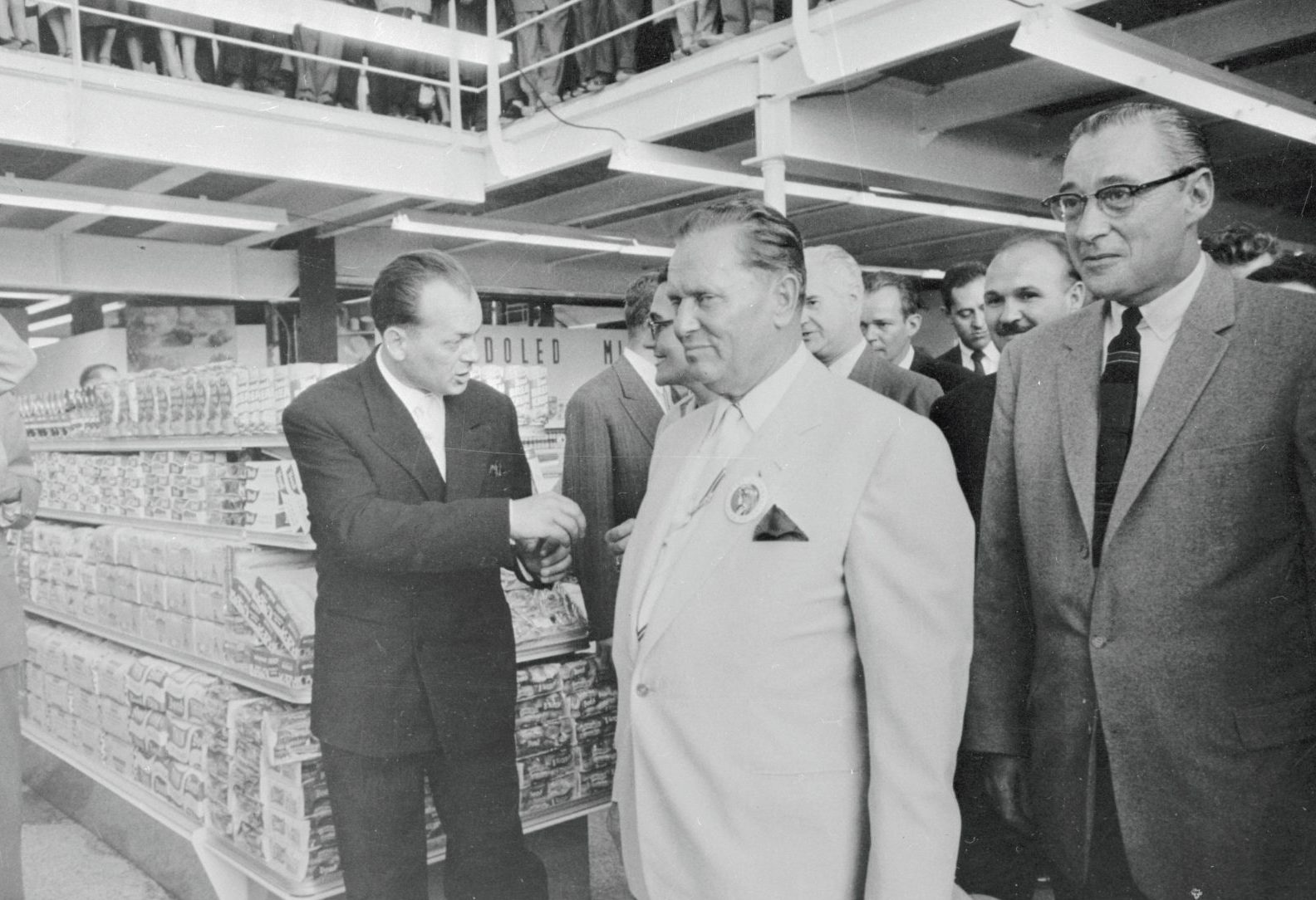 Marshal Tito (in white suit) is a delighted visitor to the Supermarket USA exhibit at the 1957 Zagreb International Trade Fair. Photo: Bettmann Archive/Getty images
