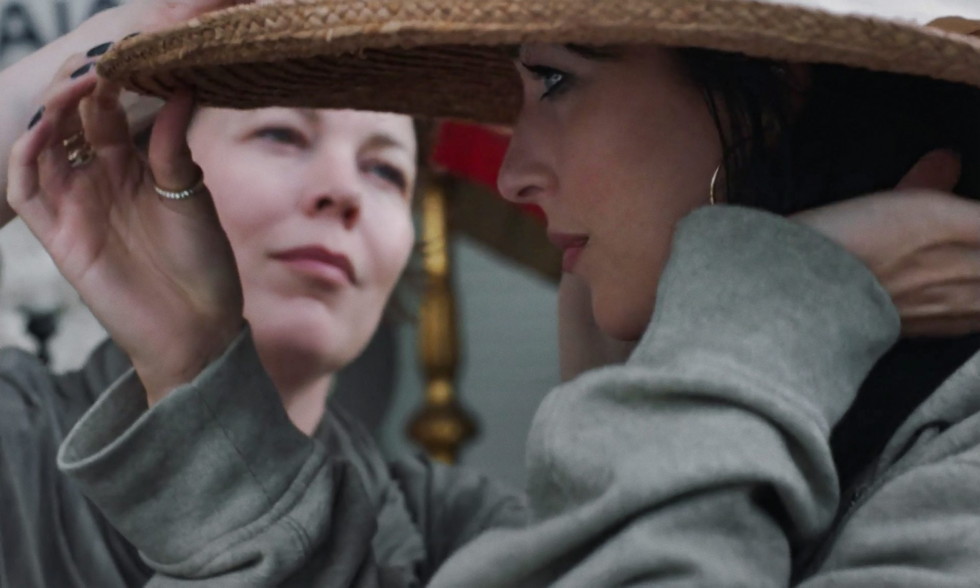 Olivia Colman and Dakota Johnson in The Lost Daughter. Credit: YANNIS DRAKOULIDIS/ NETFLIX © 2021